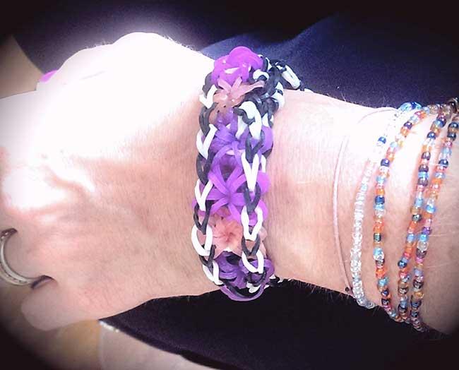Bracelet en élastique avec fleurs