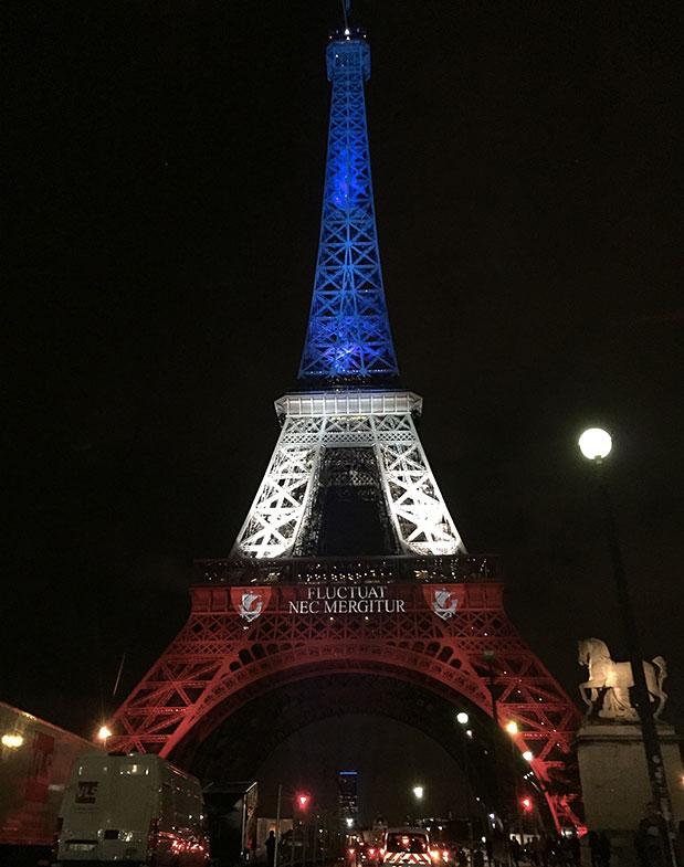 Tour Eiffel bleu blanc rouge Paris